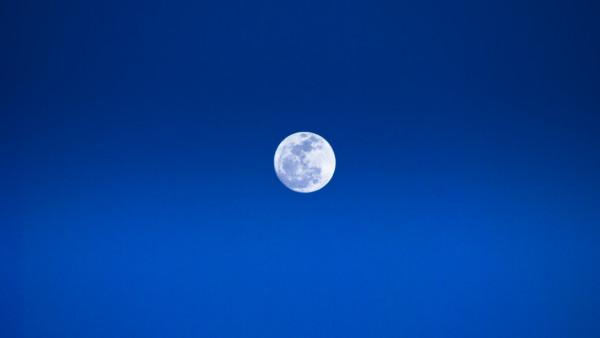 Luna in relatie cu Uranus Sursa: drx-the-master.deviantart.com