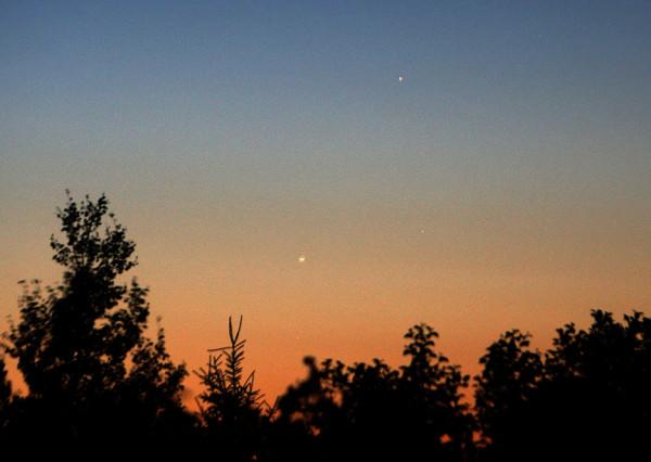 Soarele in relatie cu Marte Sursa: astrobob.areavoices.com