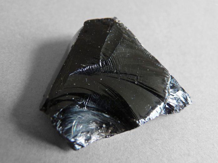 Cristale norocoase pentru zodia Scorpion - Obsidian