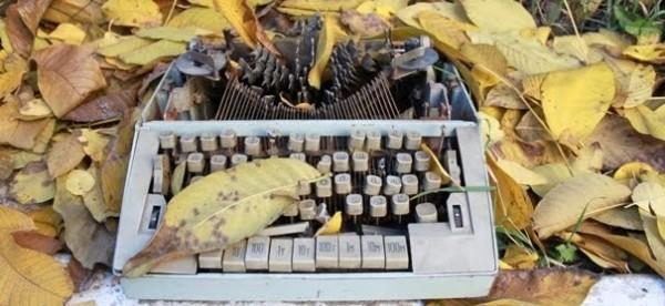 Dactilografiere Sursa: istorii-hotnewsmd.blogspot.com