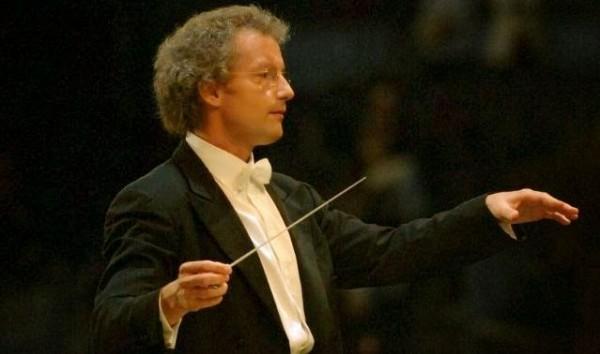 Dirijor Sursa: super-conductor.blogspot.com