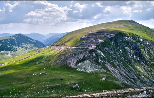 Distanta Sursa: dincolodeharti.blogspot.com