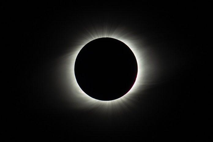 Interpretare vis in care apare o eclipsa