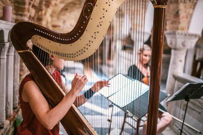 Interpretare vis in care apare o harpa