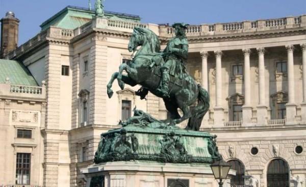 O statuie Sursa: ploaiadecuvinte.blogspot.com