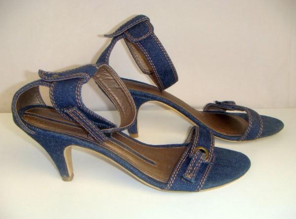 Sandale Sursa: toctocincaltaminte.blogspot.com