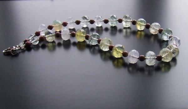 Un cristal Sursa: cutia-cu-margele.blogspot.com