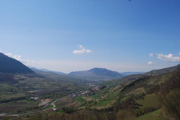 Un sat Sursa: iubitoriinaturii.blogspot.com