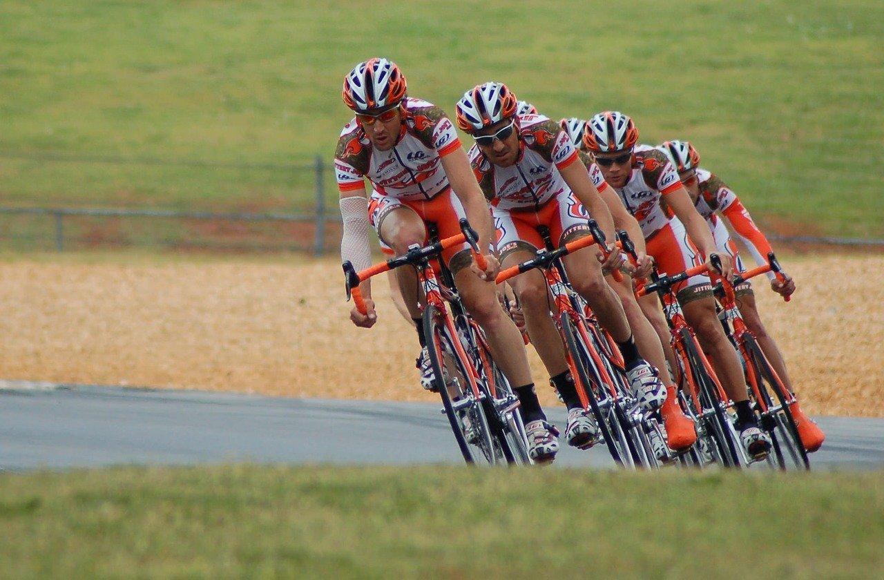 echipa de ciclisti