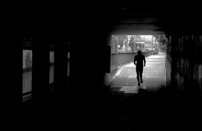 Interpretare vis in care alergi pe strada si e noapte