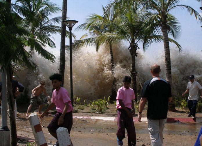Interpretare vis in care fugi de un tsunami peste dealuri