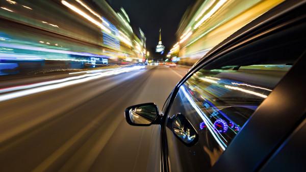 Conducand la viteza mare, Foto: treadfirst.co.uk