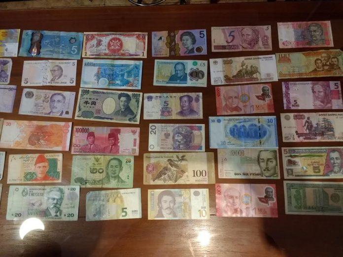 Interpretare vis in care aranjezi multe bancnote sau monede