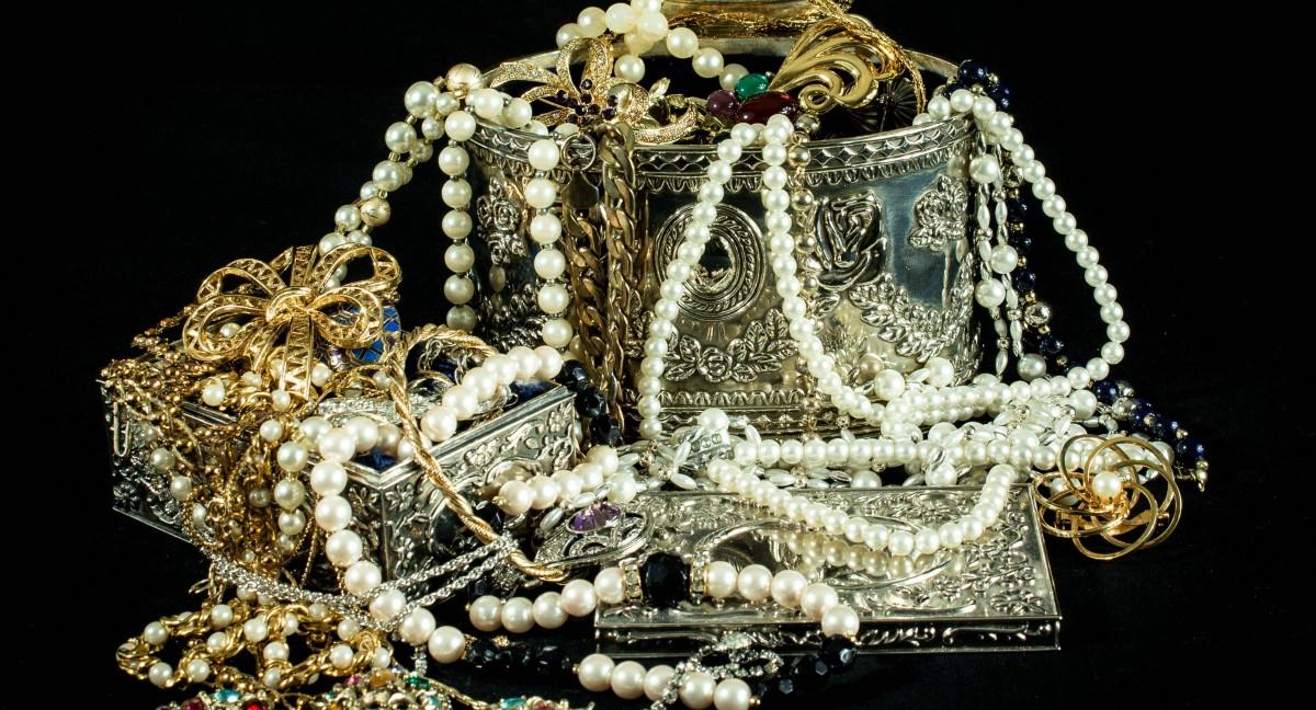 amanatare de bijuterii