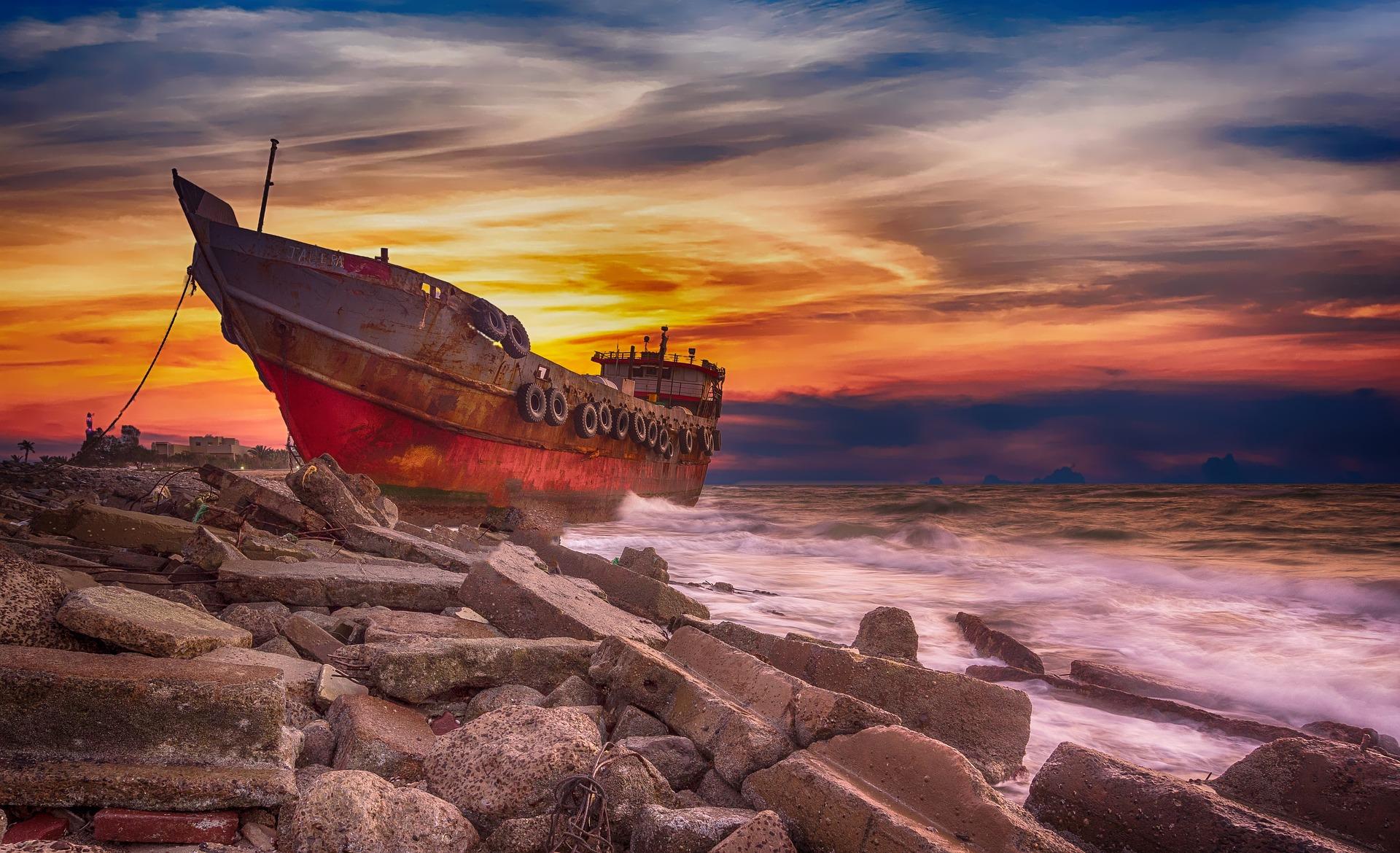 esuezi cu vaporul pe tarm