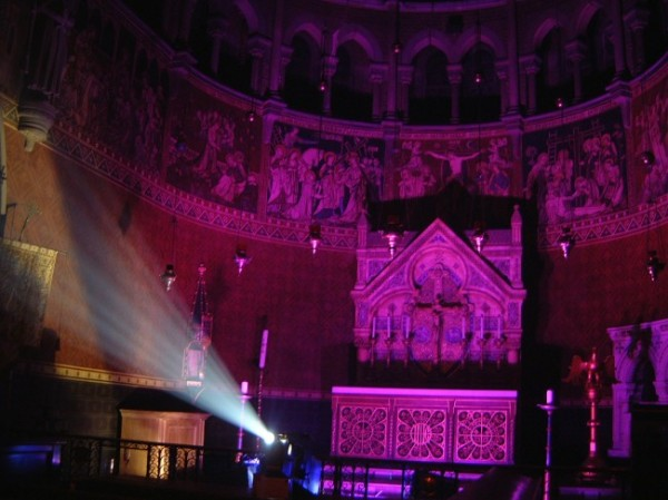 Petrecere in biserica, Foto: archlite.co.uk