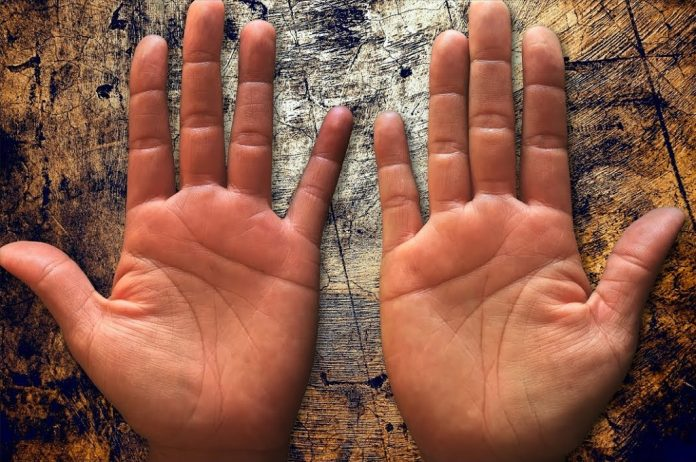 Ghicitul in palma (9)