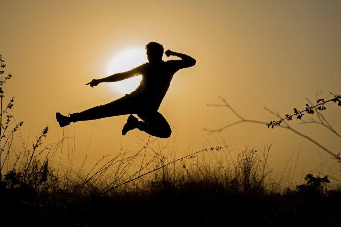 Interpretare vis in care dai cu piciorul in lucrurile din jurul tau