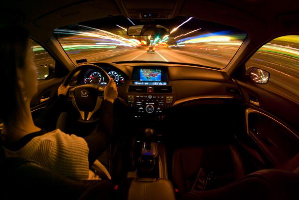 Conducand o masina, Foto: cheapinsurance.com