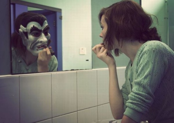 Monstru in oglinda, Foto: doseng.org