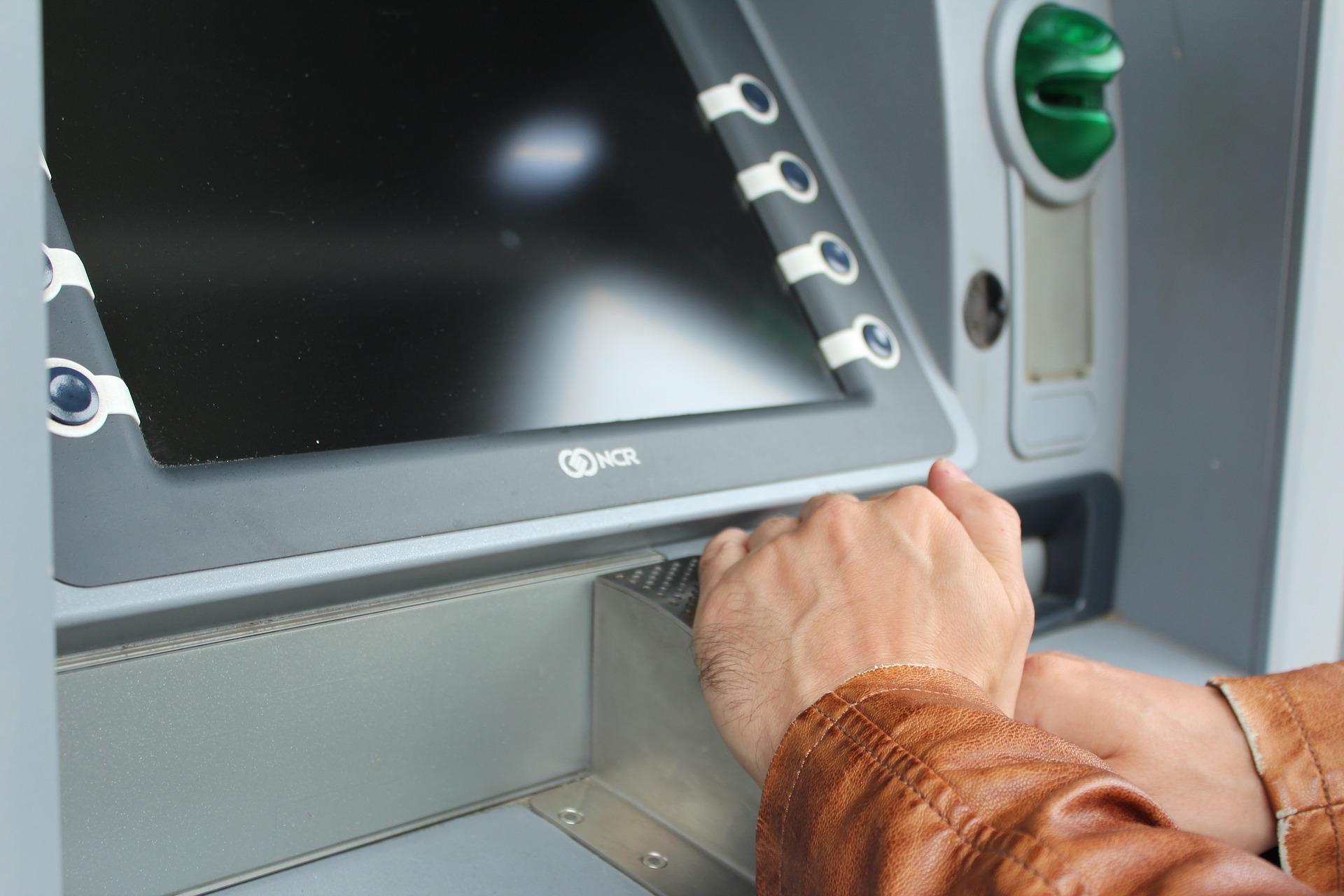 nu poti retrage bani de la bancomat