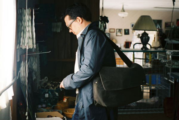 Om cu geanta, Foto: blog.shoplet.com