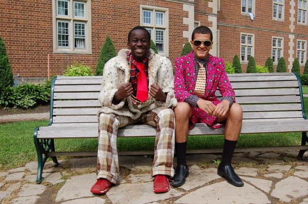 Imbracat aiurea, Foto: blogs.ridleycollege.com