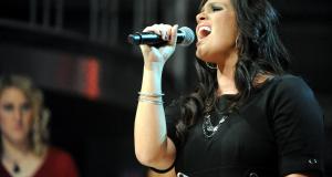 Solist cantand, Foto: armymwr.com