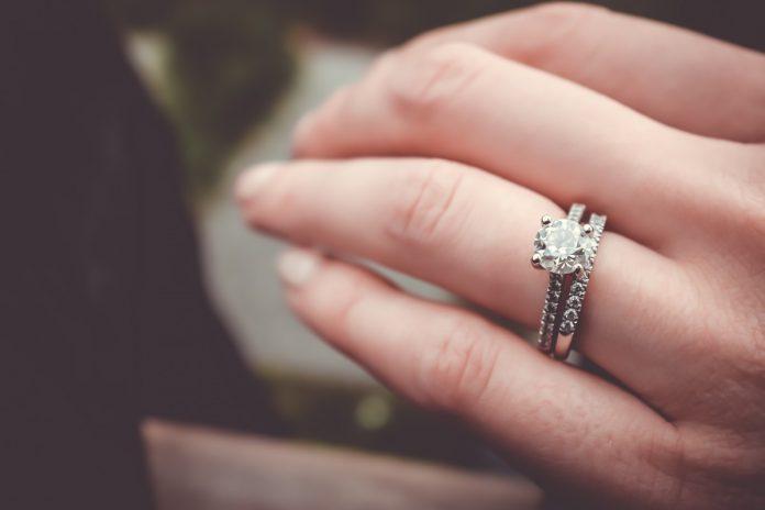 Interpretare vis in care primesti un inel de logodna