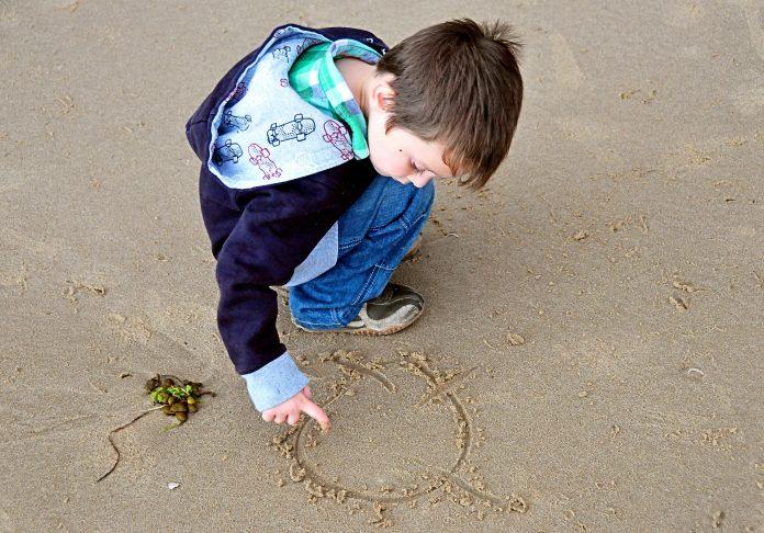 Interpretare vis in care esti pe tarm si desenezi in nisip