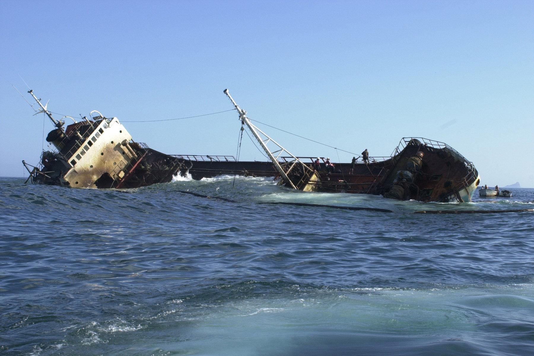 nava care se scufunda