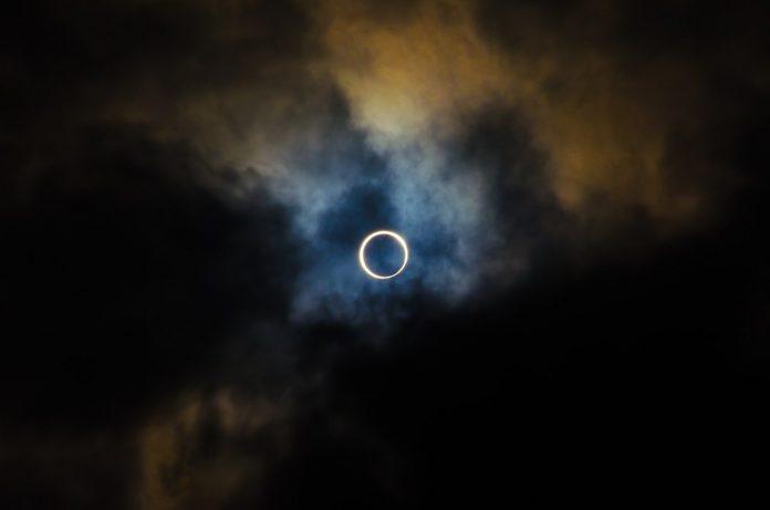 Interpretare vis in care privesti o eclipsa de soare sau de luna