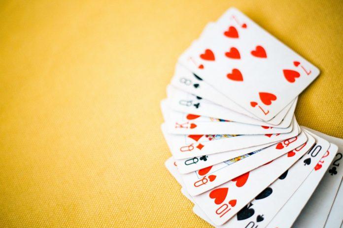 Interpretare vis in care joci carti pe bani si pierzi sau castigi