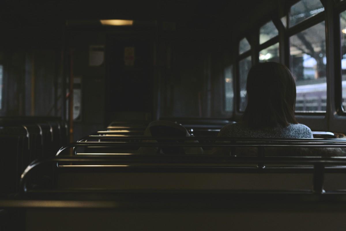 singur in autobuz