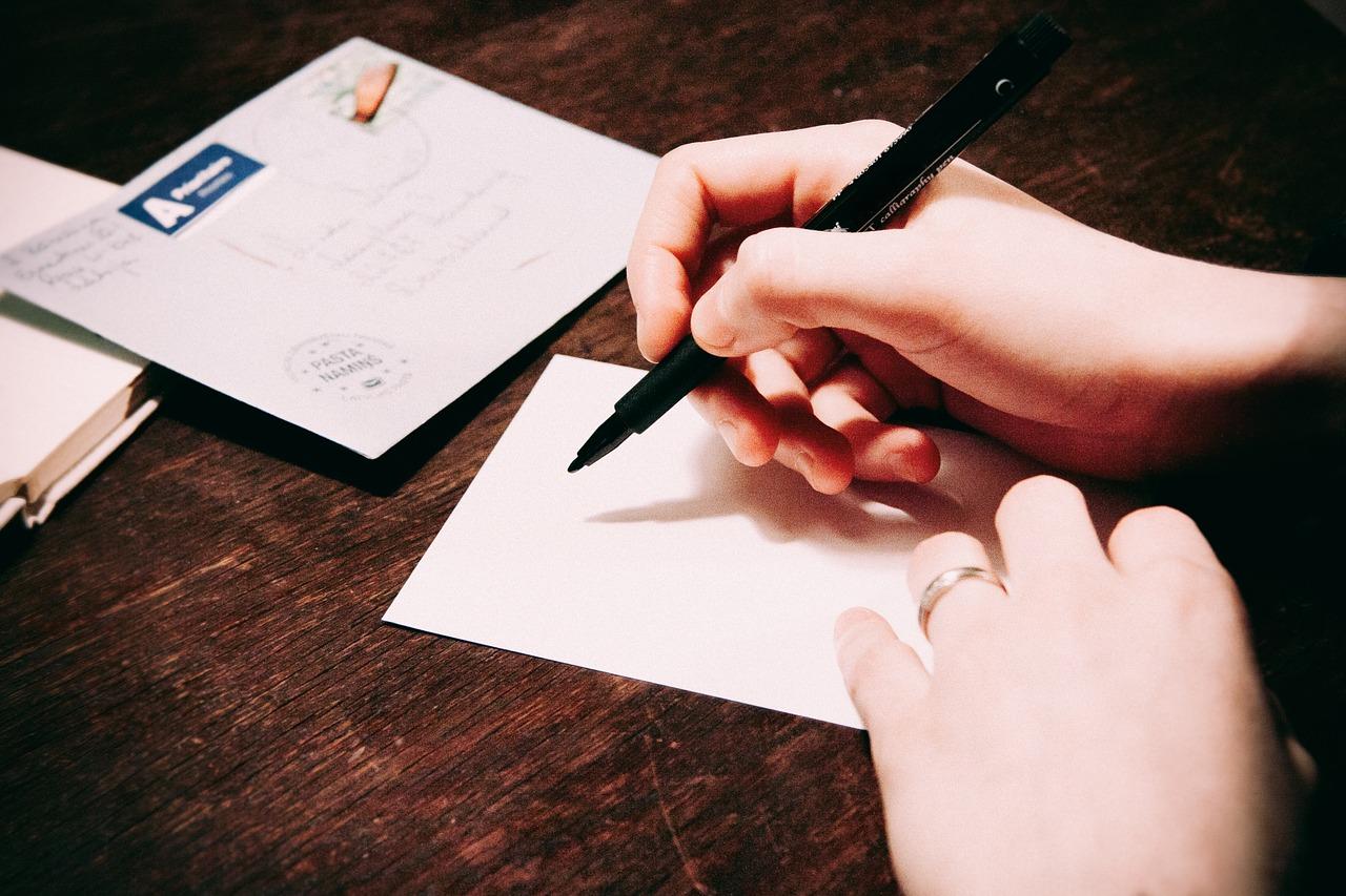 a scrie un biletel
