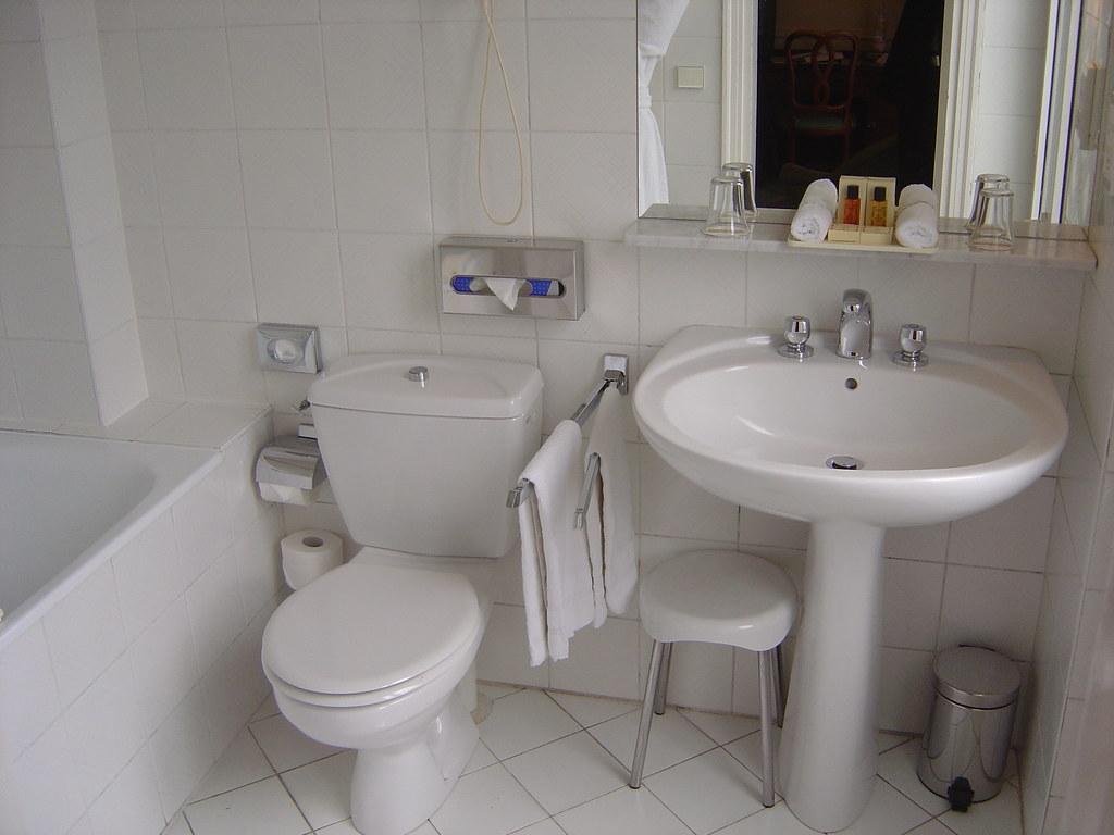 baie cu toaleta