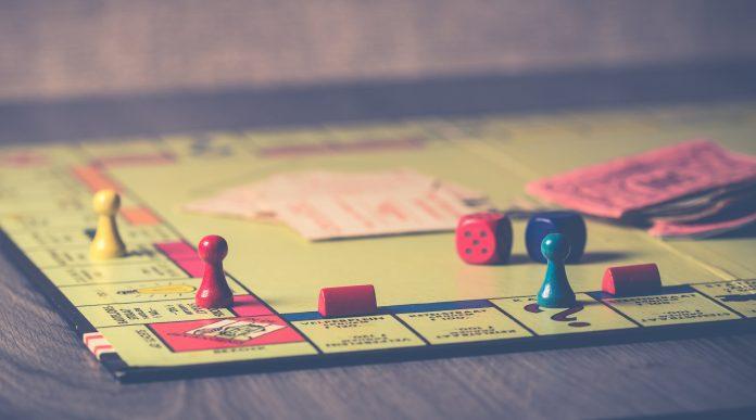 Interpretare vis in care in care joci monopoly cu prietenii sau familia