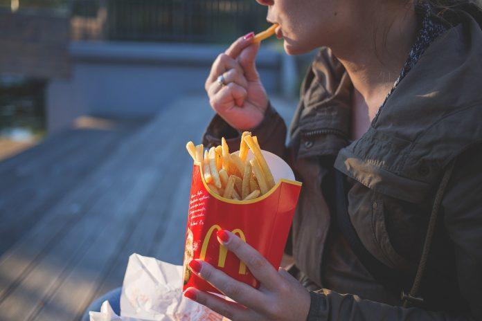 Interpretare vis in care esti la fastfood si nu te mai opresti din mancat