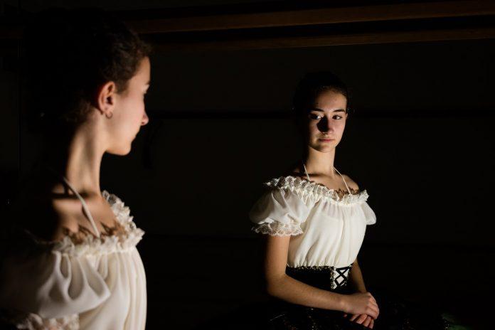 Interpretare vis in care iti vezi reflexia in oglinda sau apar multe oglinzi