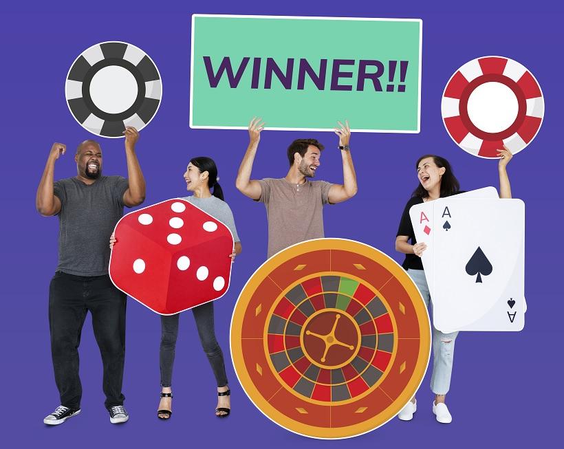 oameni care se bucura de castiguri la jocuri de noroc