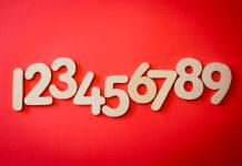 vise in care apar cifre si numere